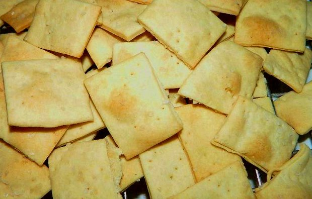 Homemade Sea Salt and Olive Oil Crackers